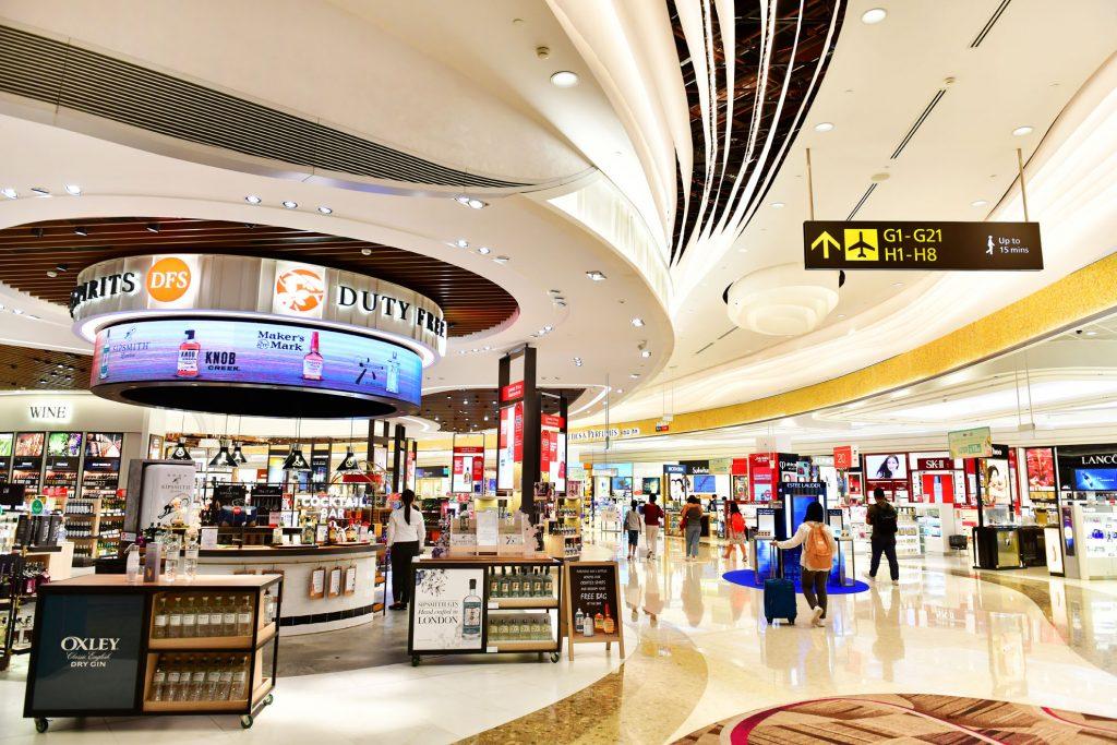 tiendas retail de lujo en aeropuertos